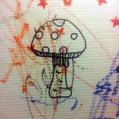 In een onbewaakt ogenblik werkte het meisje aan de tekening van mamma.